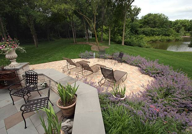 lake-geneva-patio-landscape-design-006